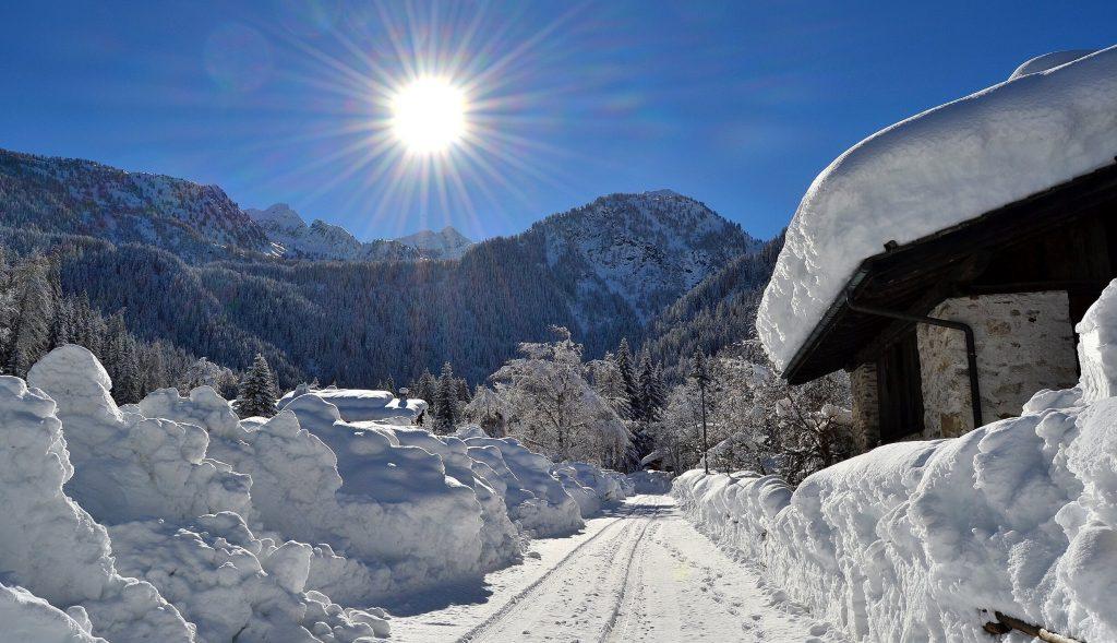 camminata sulla neve al lago dei caprioli
